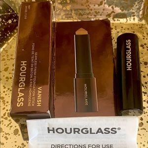 Hourglass Vanish Seamless Finish Foundation